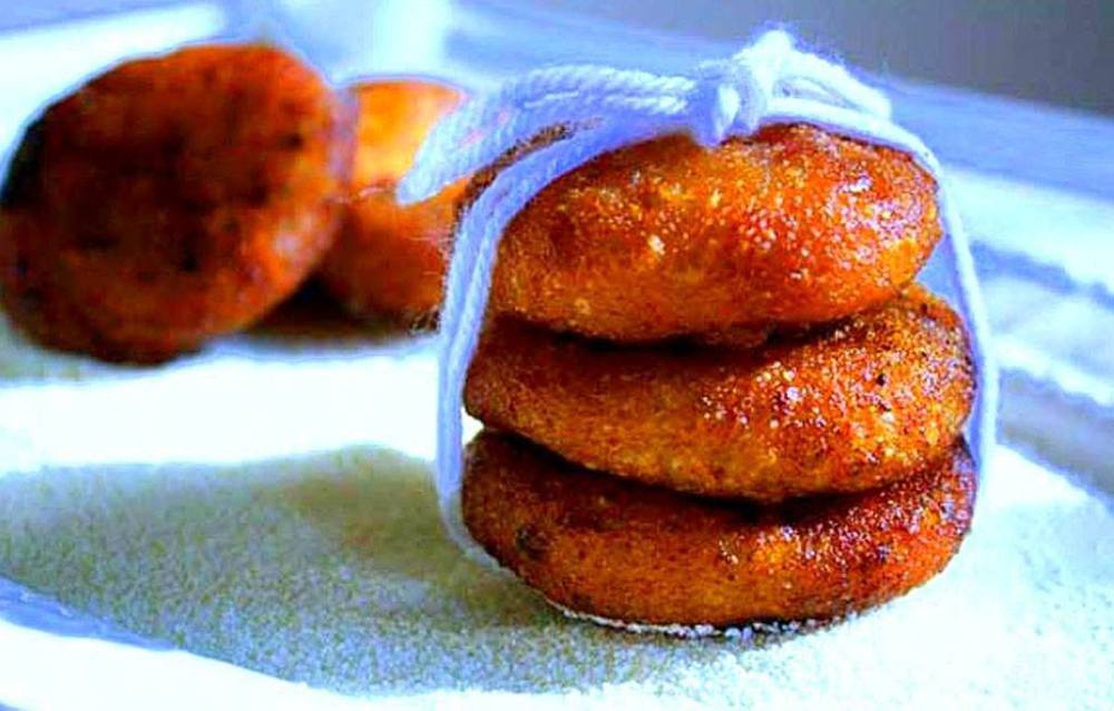Very tasty but as much sweet. Do take occassionaly only if you have high sugar levels, trying once or eating once a month is just fine, if you are not eating any other high calorific food such as meat or sweets, regularly. 4.KAKARA PITHA Kakara Pitha is one of the Odisha's special dessert delicacy!! It is a fried pitha made from wheat flour/semolina in shape of small pancake and has a sweet coconut filling..It keeps your untimely cravings in place !!