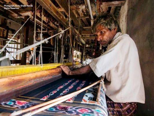 The art forms of Odisha: another art work in close vicinity of my home town; an old-man weaving maniabandha saree at Maniabandha, Athagarh Photo Credits: Ar Shakti Nanda