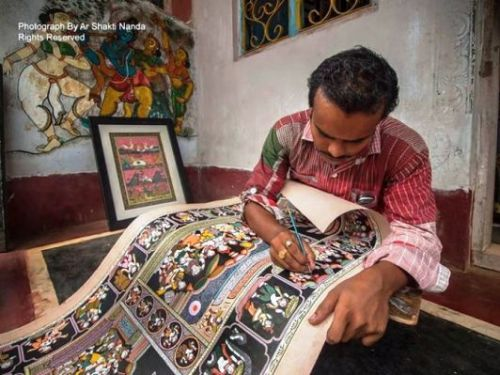 The art forms of Odisha: Artisan working on an unique art of Odisha, Pata chitra at Raghurajpur Photo credits: Ar Shakti Nanda