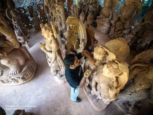 The art forms of Odisha: the ancient Indians were great artists of stone carving. The most remarkable and recognized handicraft of Odisha, Stone Carving at Bhubaneswar. Photo credits: Ar Shakti Nanda
