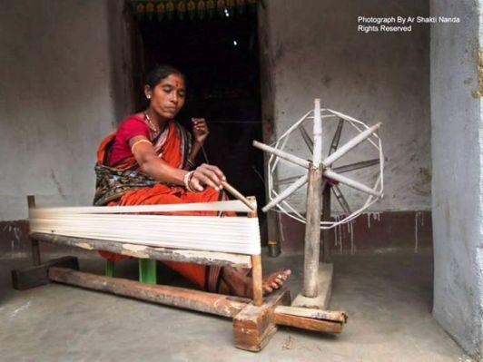 The art forms of Odisha: women cutting threads for making IKAT ( Sambalpuri ) Saree at Haradukhol, Sonepur, Odisha. Photo credits: Ar Shakti Nanda